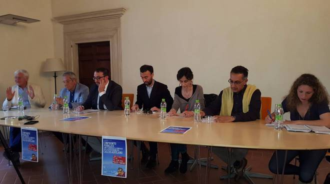 candidati sindaco a incontro supporters trust
