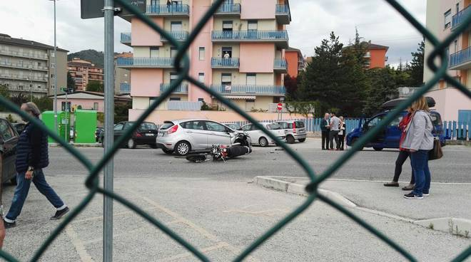 incidente stradale via aldo moro