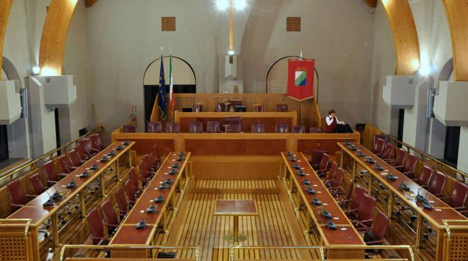 consiglio regionale abruzzo, aula vuota