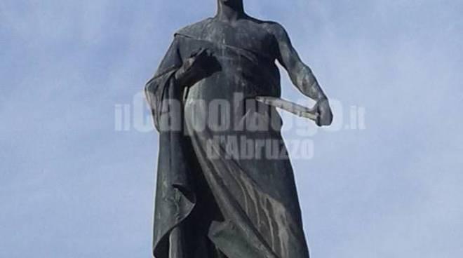 statua sallustio piazza palazzo