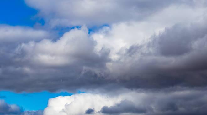 nuvoloso pioggia