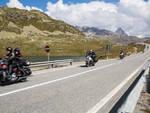 motociclisti strada montagna