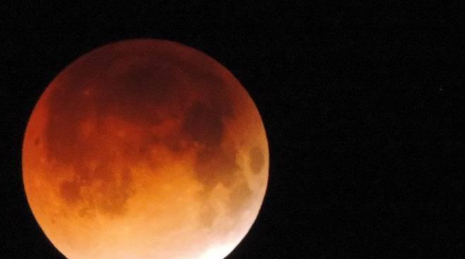 1fc5da8732 L'Eclissi di Luna più lunga del secolo - Il Capoluogo