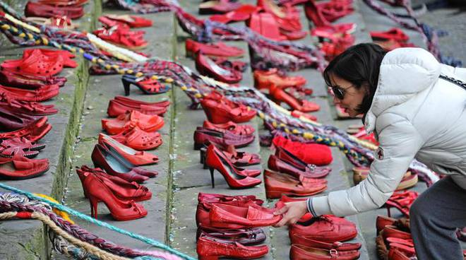 scarpe rosse violenza donne