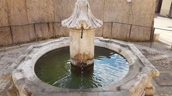 fontana monumentale piazza santa maria paganica