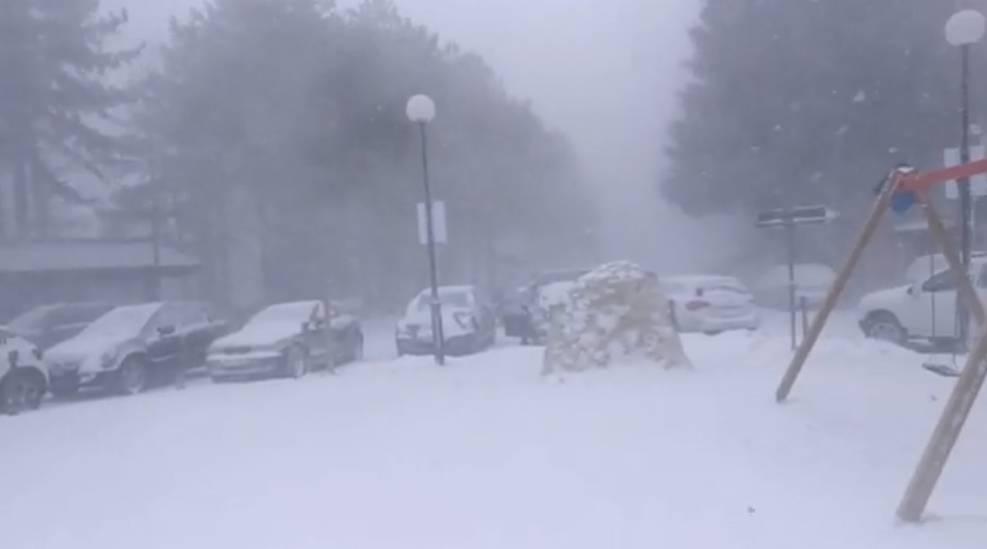 fonte cerreto neve bufera di neve gran sasso sci impianti di risalita funivia