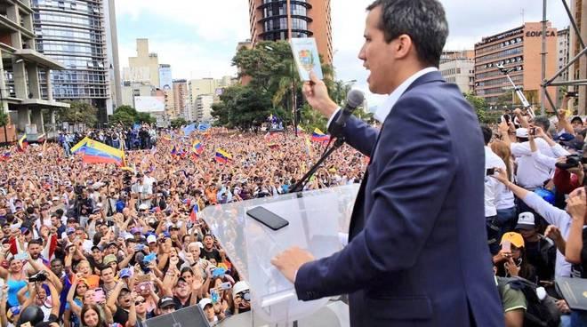 Crisi Venezuela, Maduro apre: 'Pronto a negoziare con l'opposizione'