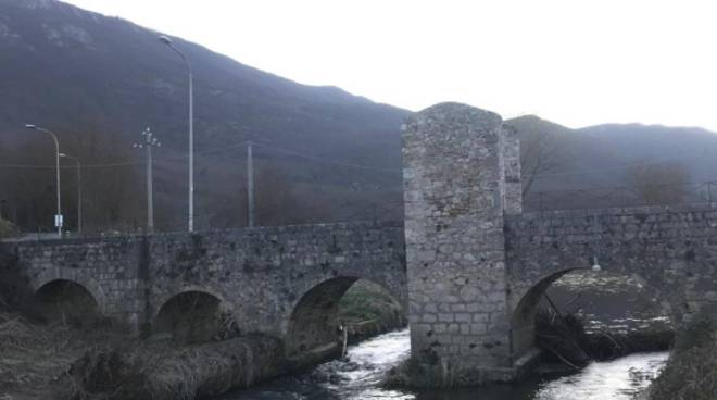 Fagnano Alto Castello di Fagnano Campana Gran Sasso montagna ponte romano