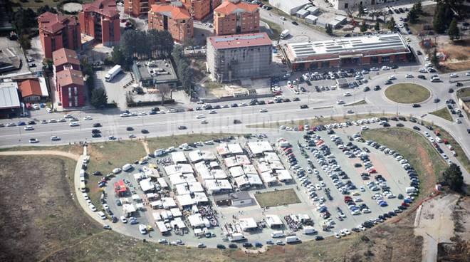 mercato piazza d'armi dall'alto