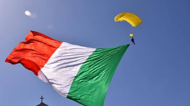 Festa della liberazione Avezzano Tricolore dal cielo