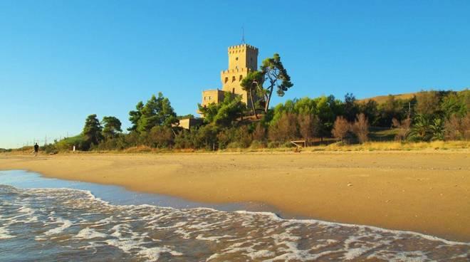 Torre del Cerrano panoramica giorno