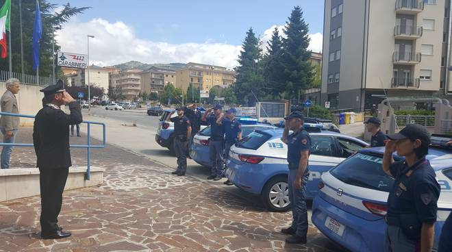 polizia omaggio carabinieri