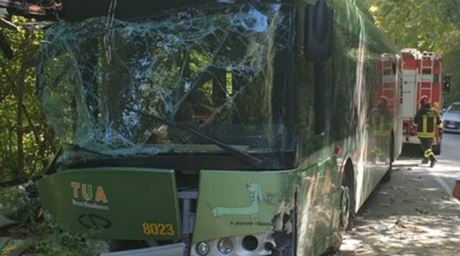 incidente bus tua