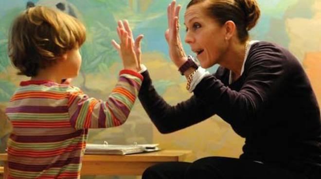 assistenza bambini sordi