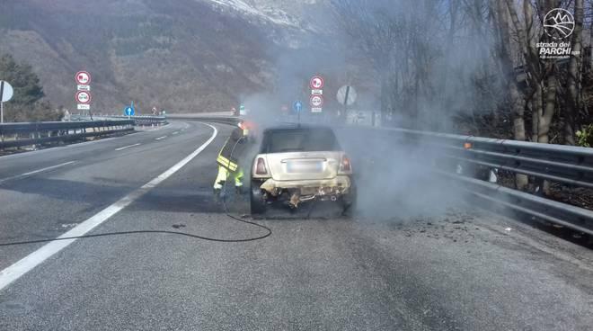 auto a fuoco traforo gran sasso