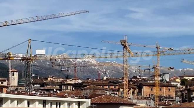 L'Aquila in ricostruzione da ponte belvedere