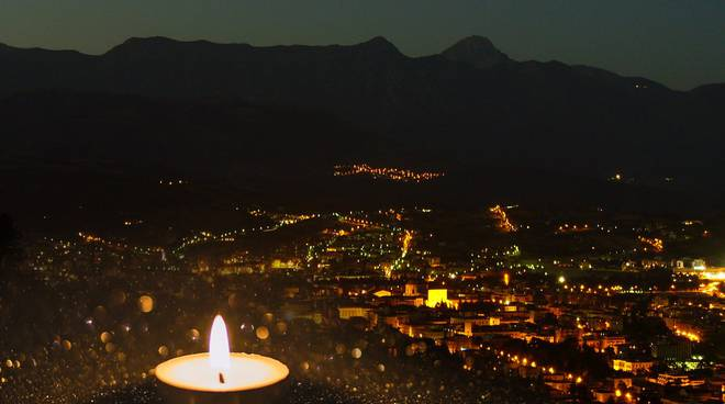 l'aquila notte candela terremoto