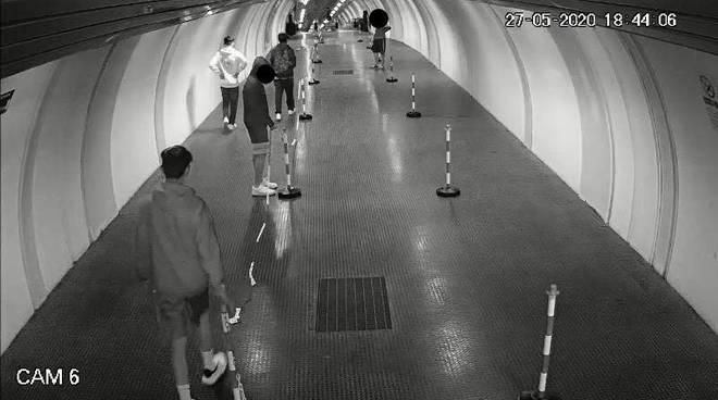 vandali al tunnel collemaggio