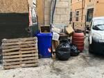 rifiuti abbandonati via sassa