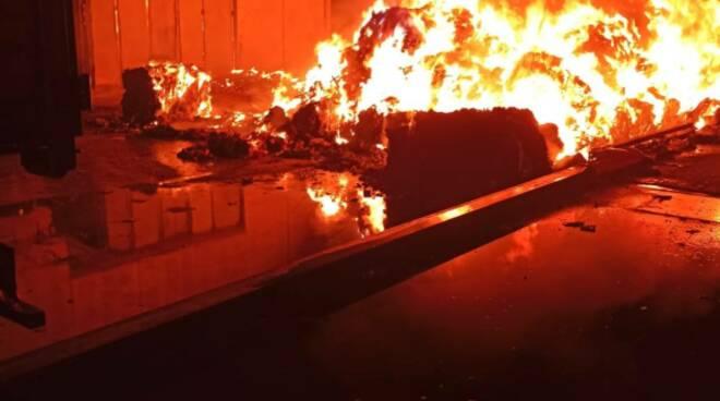 incendio centro riciclo avezzano casinelli 15 luglio 2020
