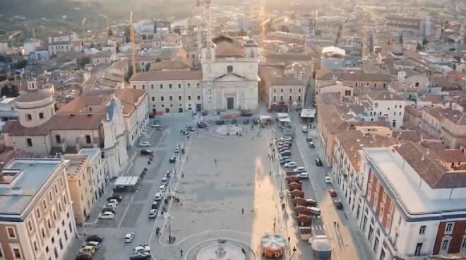 l'aquila drone piazza duomo
