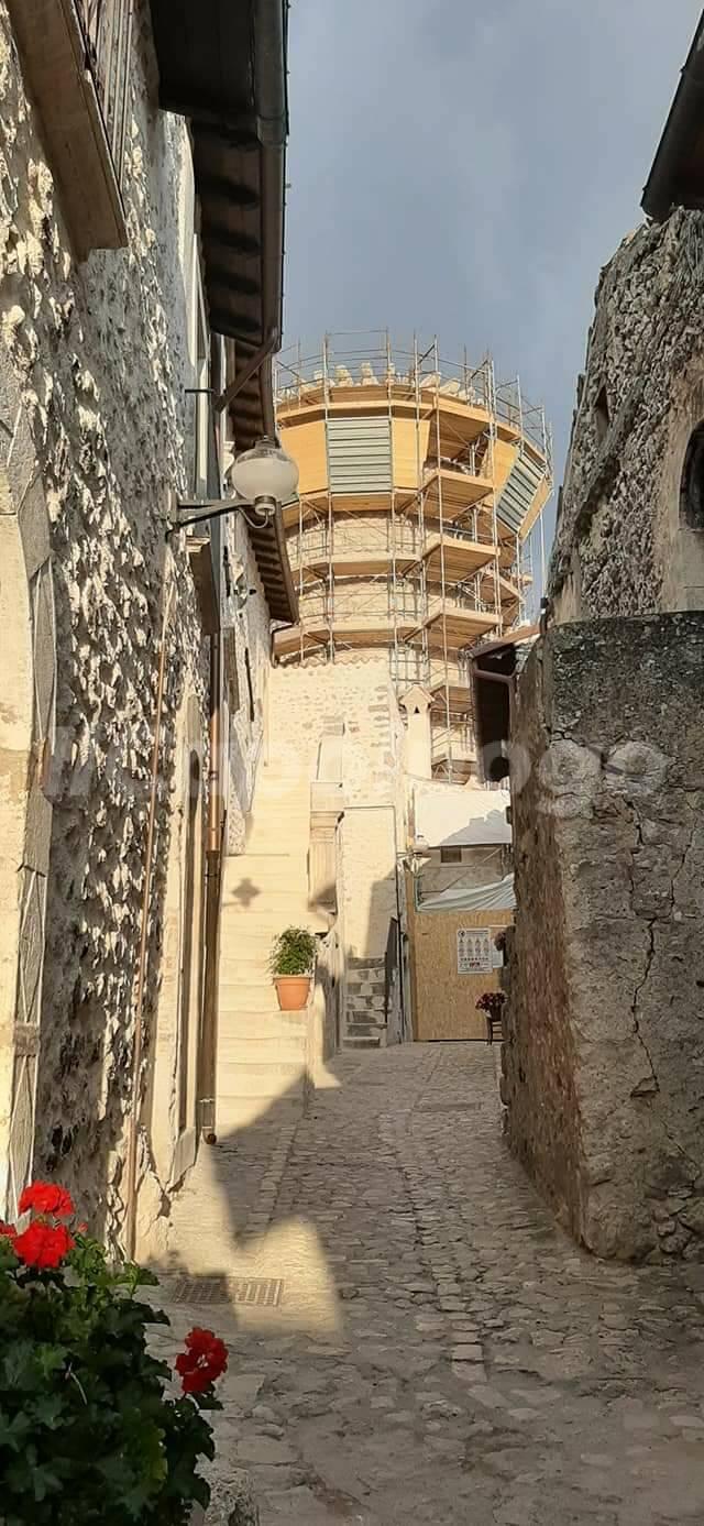 Calascio castel del monte turismo