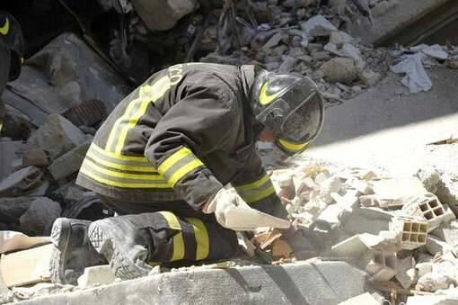 vigili del fuoco terremoto 2009