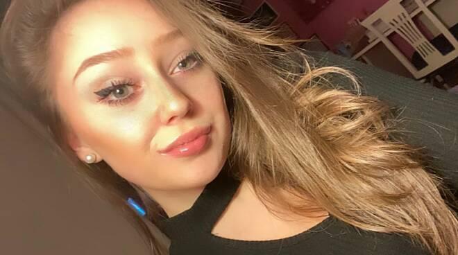 elisabetta 18 anni