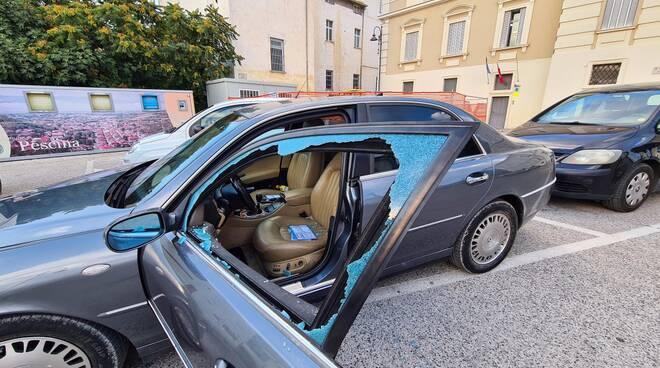 auto danneggiata Tiziano Iulianella