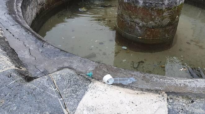 fontana monumentale Santa Maria Paganica rifiuti