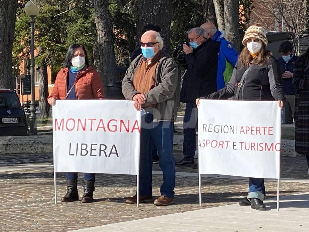 protesta lavoratori montagna