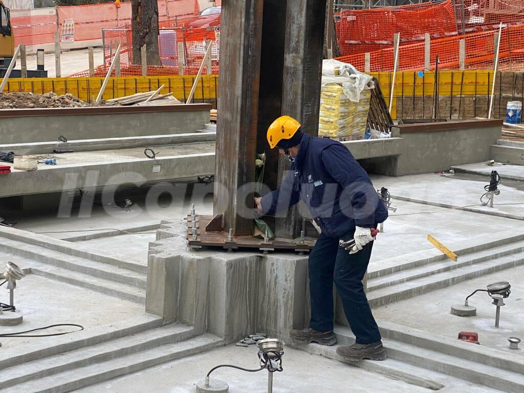 parco della memoria posa obelisco
