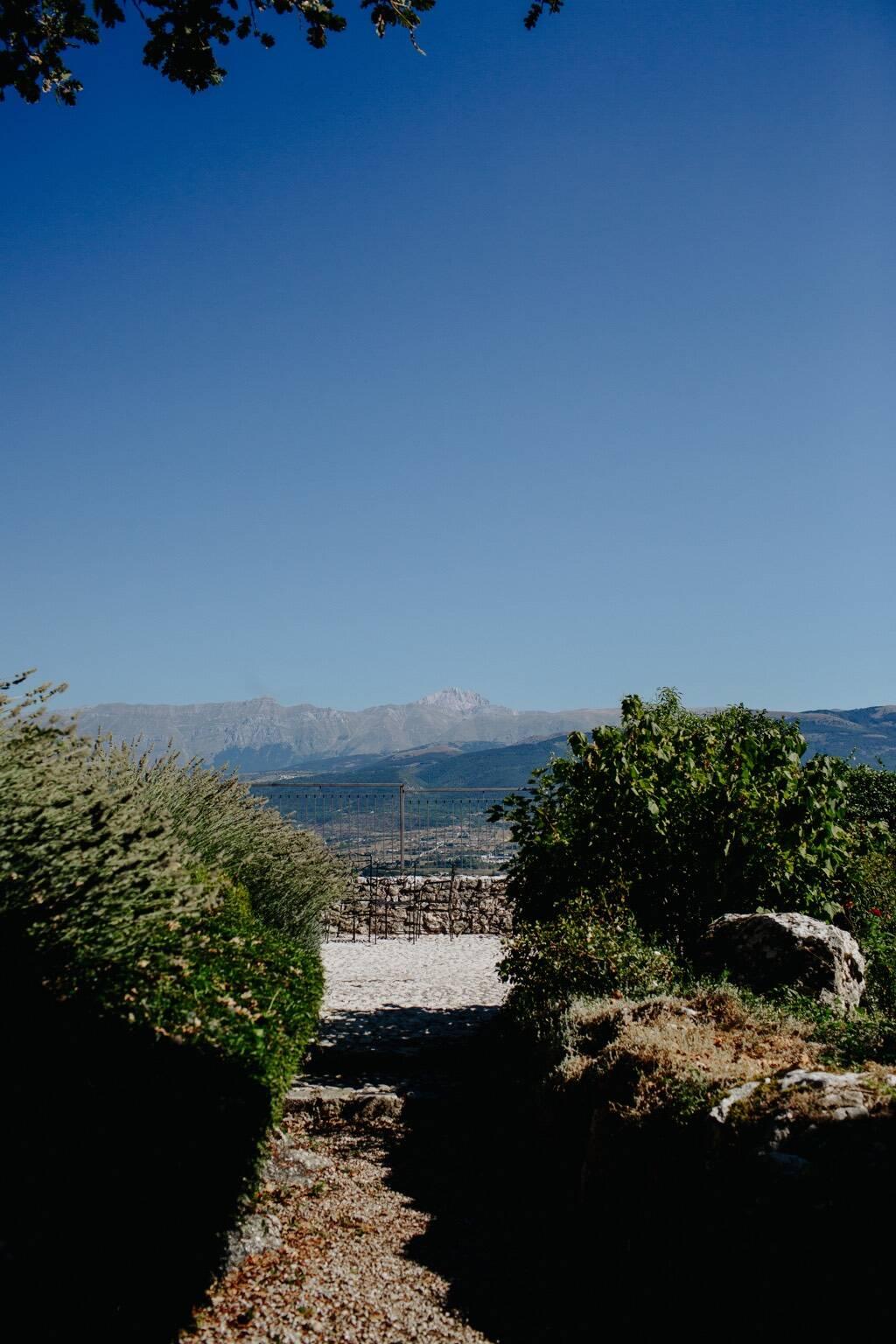 monastero  ocre panorama