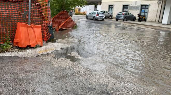 pioggia piazzale stazione allagato