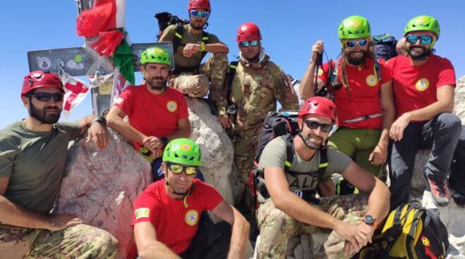 9 alpini e CNSAS