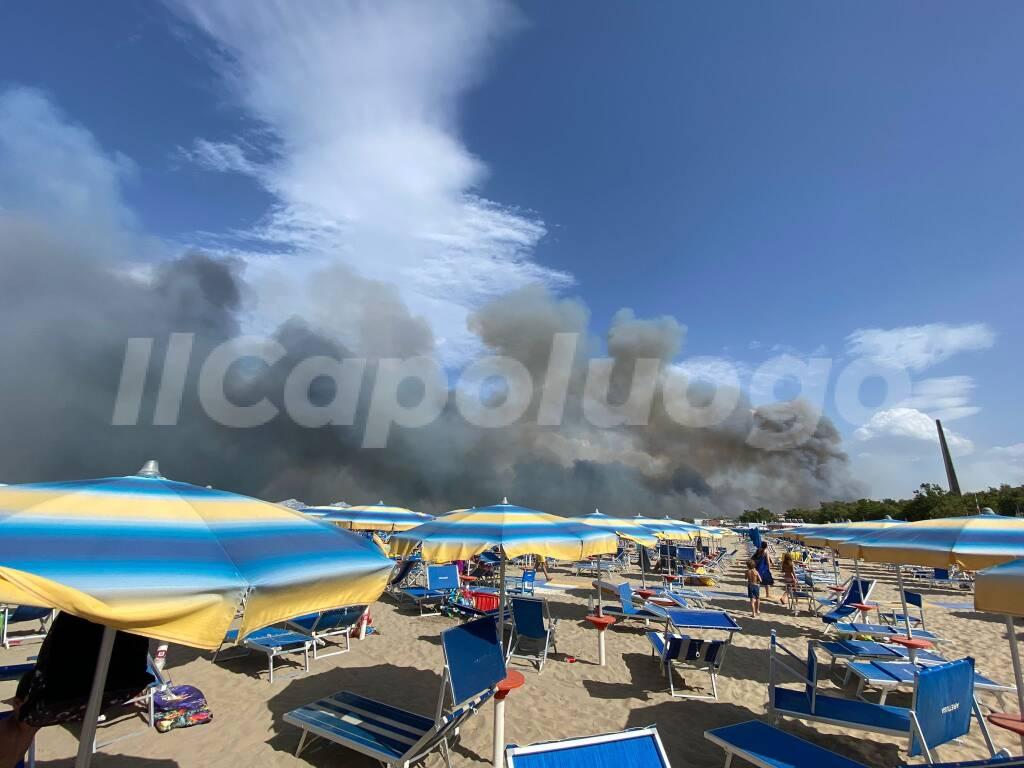 vasto incendio pescara 1 agosto 2021