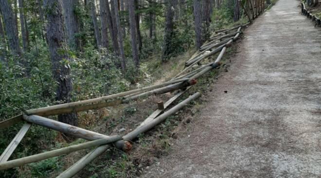 parco del castello atti vandalici