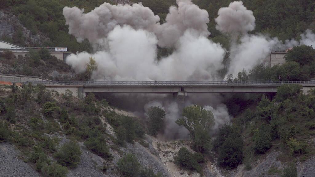 viadotto cerqueta demolizione esplosioni a24