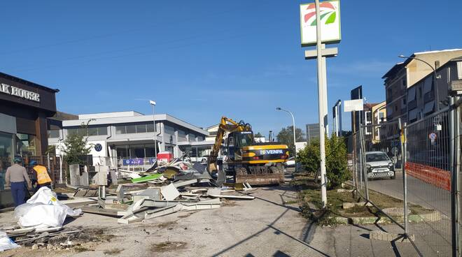 distributore fatiscente Via Roma avezzano demolizione